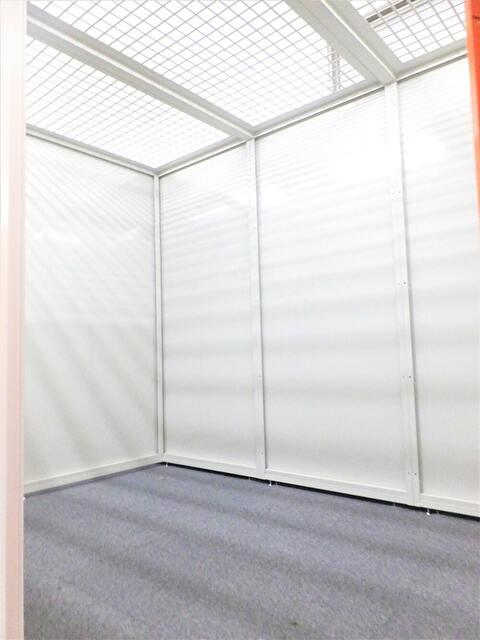 格安屋内トランクルーム、レンタルストレージ24堀田 広いトランクルーム内画像