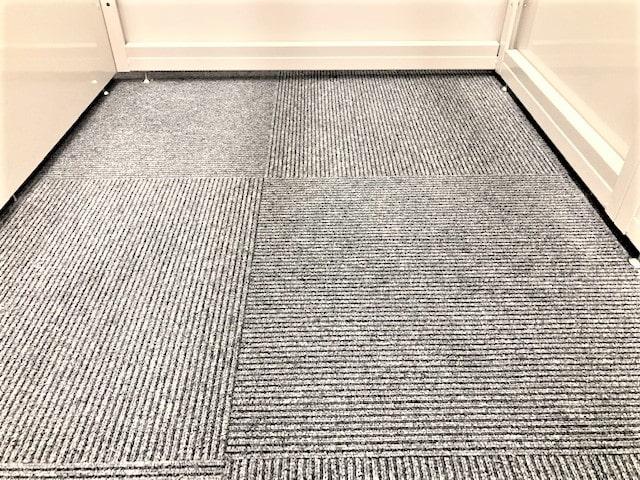 名古屋の格安屋内トランクルーム、レンタルストレージ24堀田 カーペット修繕後
