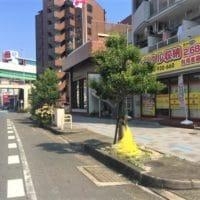 名古屋の格安屋内トランクルーム、レンタルストレージ24堀田 店舗前停車スペース